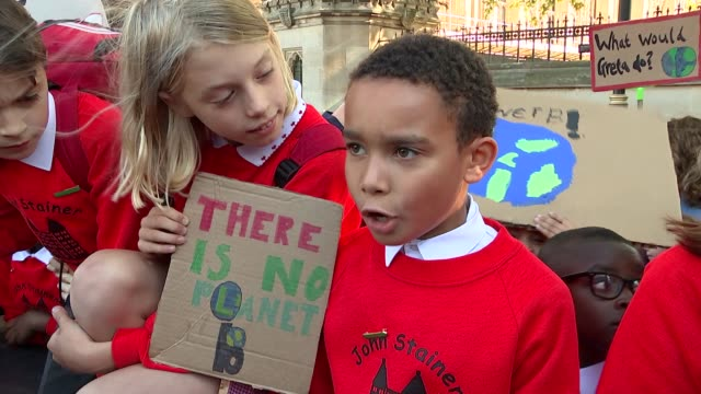 millions of people across the globe join 'largest climate strikes in history' uk london schoolchildren and adults stage mass climate change protest... - marschieren stock-videos und b-roll-filmmaterial