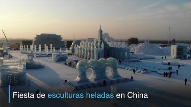 millones de personas visitan cada ano el festival de castillos congelados y esculturas de hielo en la provincia nororiental china de heilongjiang... - hielo stock videos & royalty-free footage