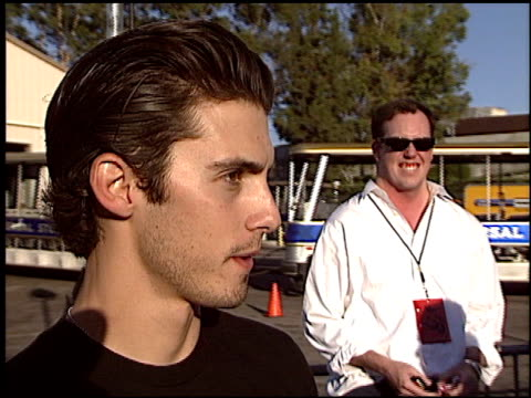 vídeos de stock e filmes b-roll de milo ventimiglia at the 2003 teen choice awards at universal amphitheatre in universal city california on august 3 2003 - sorgo família da relva