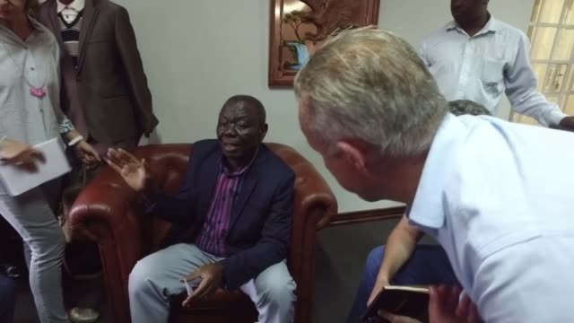 pictures show mugabe meeting army commander as talks continue over his future int reporter shaking hands with morgan tsvangirai rear shot press... - zimbabwe stock videos & royalty-free footage