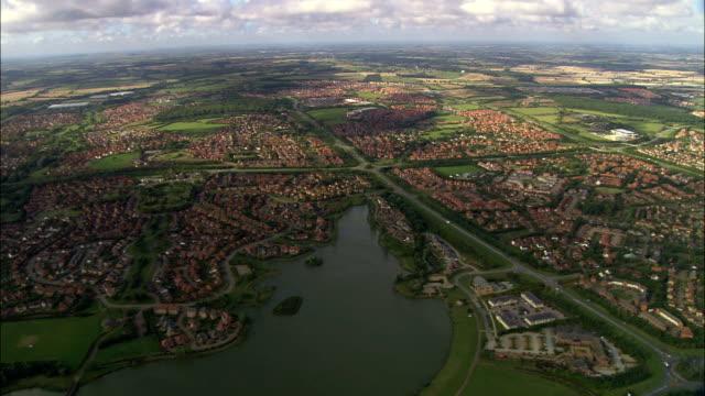 ミルトンケインズ-航空写真イングランド、ミルトンケインズ、イギリス - バッキンガムシャー点の映像素材/bロール