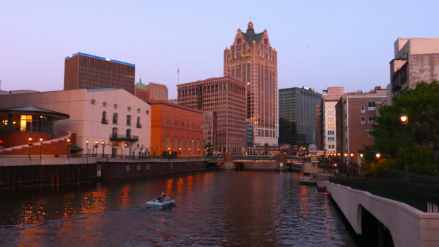 milwaukee river - wisconsin video stock e b–roll