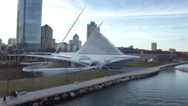 milwaukee wisconsin downtown aerial - art museum - wisconsin stock videos & royalty-free footage