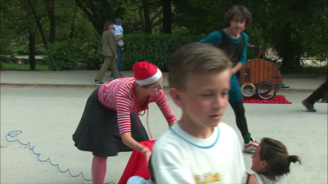 ms mime collecting money after performance, retiro park, madrid, spain - mime stock videos & royalty-free footage