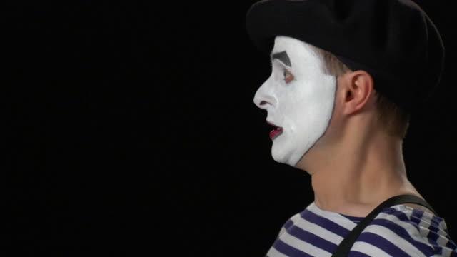 pantomime lupe-schlechte nachrichten - künstlerischer beruf stock-videos und b-roll-filmmaterial