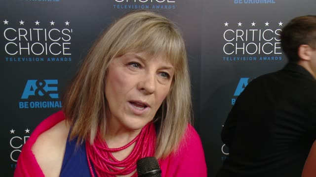 mimi kennedy on being at the event at the 2015 critics' choice television awards at the beverly hilton hotel on may 31, 2015 in beverly hills,... - 放送テレビ批評家協会賞点の映像素材/bロール