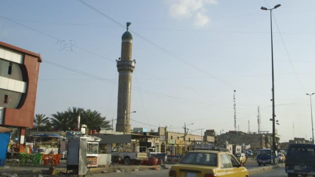 minaret in baghdad, wide shot - baghdad stock videos & royalty-free footage