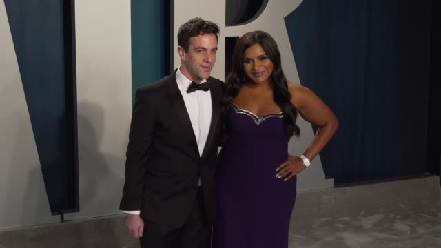 vídeos de stock e filmes b-roll de mindy kaling and b.j. novak at vanity fair oscar party at wallis annenberg center for the performing arts on february 09, 2020 in beverly hills,... - vanity fair