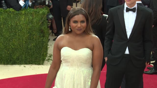 mindy kaling at manus x machina: fashion in an age of technology - costume institute benefit gala - arrivals at metropolitan museum of art at the... - new age stock-videos und b-roll-filmmaterial