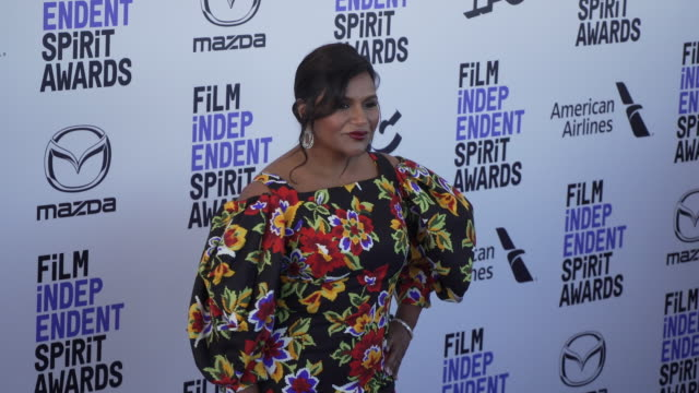 mindy kaling at the 2020 film independent spirit awards on february 08 2020 in santa monica california - film independent spirit awards stock videos & royalty-free footage