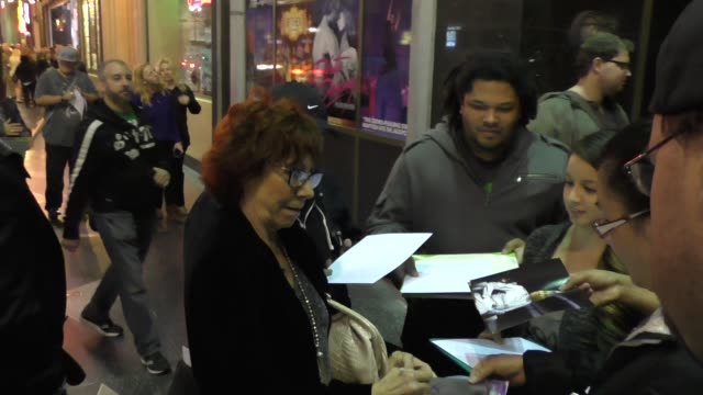 mindy sterling arrives to pantages theatre in hollywood - celebrity sightings on december 10, 2015 in los angeles, california. - パンテージスシアター点の映像素材/bロール