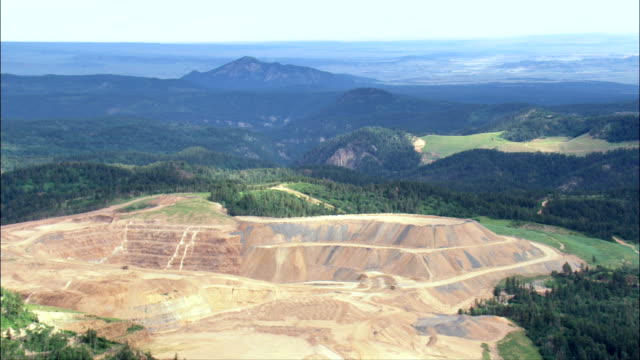 mine in green landscape - aerial view - south dakota,  lawrence county,  united states - dakota del sud video stock e b–roll