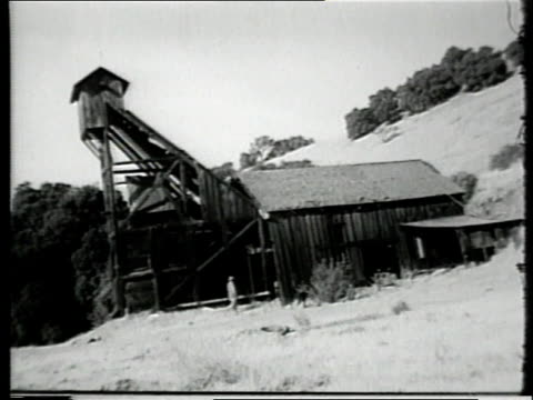 vídeos de stock, filmes e b-roll de montage miner pushing cart of cinnabar ore through underground mine tunnel / united states - mercúrio metal