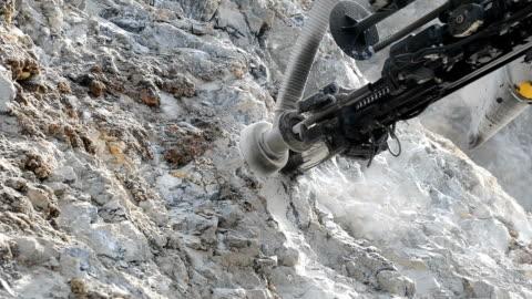stockvideo's en b-roll-footage met exploratie van mineralen - mijnindustrie