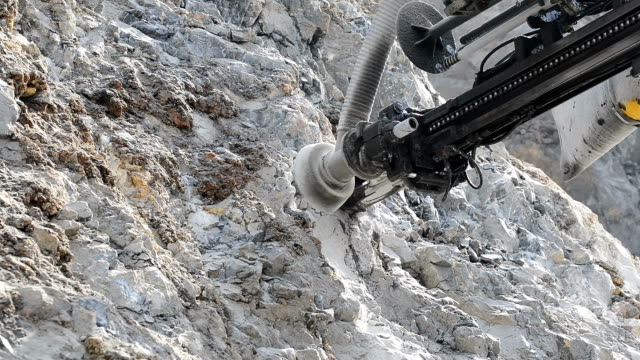 mineral-exploration - halswirbelsäule stock-videos und b-roll-filmmaterial