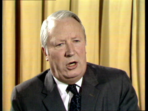 vídeos y material grabado en eventos de stock de miners' dispute edward heath interview edward heath interview sot on the possibility of fullscale strike action sustaining a four day week great part... - semana
