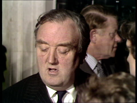 william whitelaw speaking to press; england: london: downing street: ext ** beware contains flash photography ** william whitelaw mp speaking to... - mp stock-videos und b-roll-filmmaterial