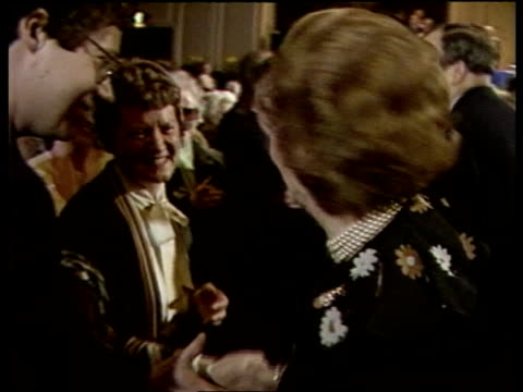 vidéos et rushes de miners one year after strike itn lib inj2525 23385 newcastle cms margaret thatcher waving from stage denis thatcher to her right pull out tcms... - nord est de l'angleterre