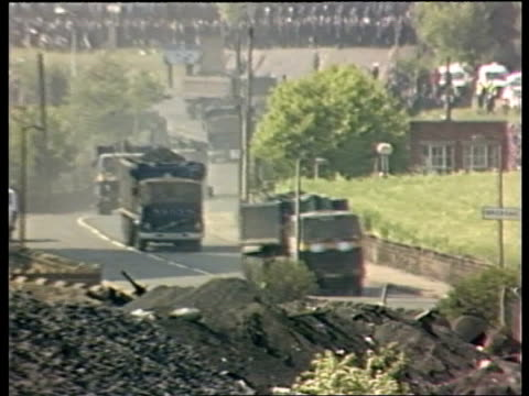 miners one year after strike itn lib inj2990 12684 shirebrook tms full coal train along towards past inj2922 yorkshire orgreave tms full coal lorry... - marching stock videos and b-roll footage