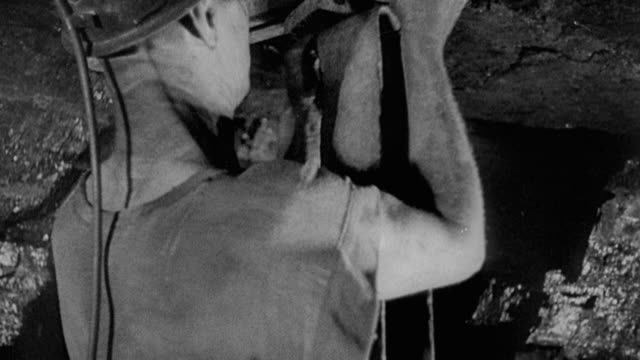 1978 montage miners setting braces near the mine face prior to working it / united kingdom - kohlengrube stock-videos und b-roll-filmmaterial