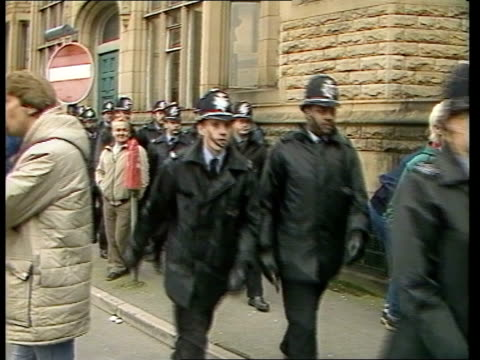 miners strike day 238; england: yorks: tbv miners outside conf hall, trevor bell arriving bv heads of miners as crowding towards group of policemen... - 鉱山労働者点の映像素材/bロール
