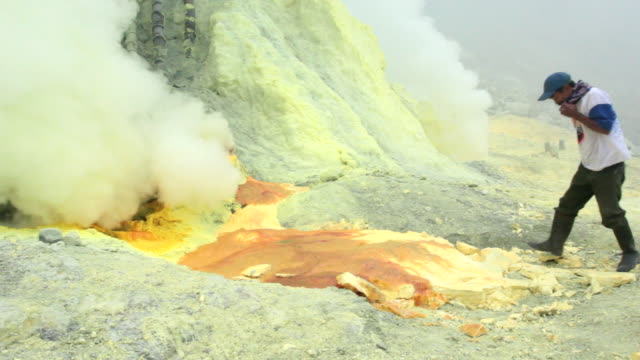 ms pan miners working on the sulfur extraction at ijen volcano crater / ijen, java, indonesia - sulphur stock videos & royalty-free footage