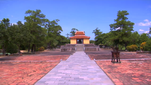 ws minh mang tomb, hue, vietnam - stationary process plate stock videos & royalty-free footage