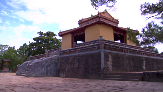 ms minh mang tomb, hue, vietnam - stationary process plate stock videos & royalty-free footage