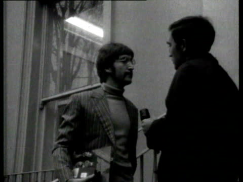 vídeos de stock e filmes b-roll de mini cooper car pulls up and john lennon gets out and is interviewed asked whether he will be working alone next year he answers that if they are... - the beatles