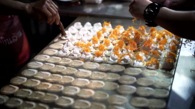 mini-desserts in der herstellung - exotik stock-videos und b-roll-filmmaterial