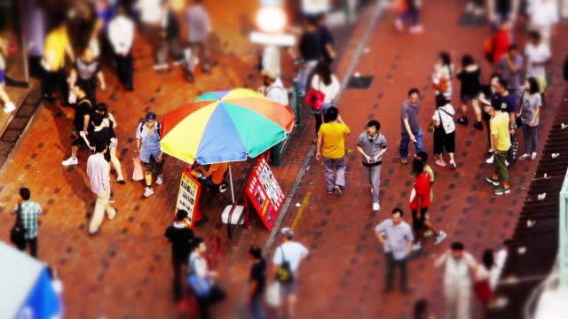 miniature tilt shift effect - busy streetmarket in sham shui po, hong kong. - spoonfilm stock-videos und b-roll-filmmaterial