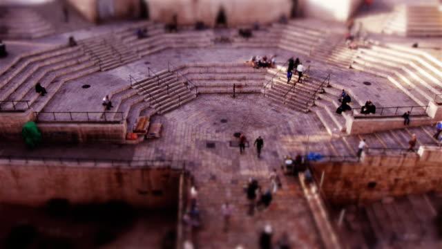 miniature tilt-shift effect of the damaskus gate entance to jerusalem old city - jerusalem stock-videos und b-roll-filmmaterial