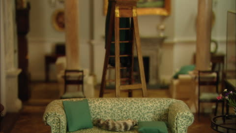 vídeos y material grabado en eventos de stock de miniaturised late victorian scene, living room, dolls house, leonardslee gardens, west sussex, uk - estilo victoriano