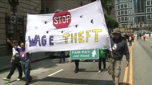 vídeos y material grabado en eventos de stock de ktla minimum wage protest in downtown los angeles - inflación