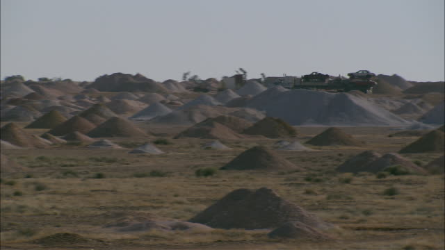 ws pan mining hills, truck carrying cars driving in background, coober pedy, south australia, australia - coober pedy stock videos & royalty-free footage