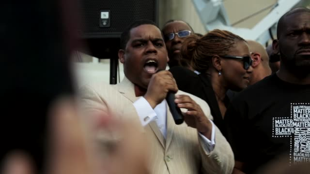 minister carlos muhammad of nation of islam's mosque no 6 speaks during the rally at city hall baltimore maryland may 3 2015 freddie gray was... - baltimore stock-videos und b-roll-filmmaterial
