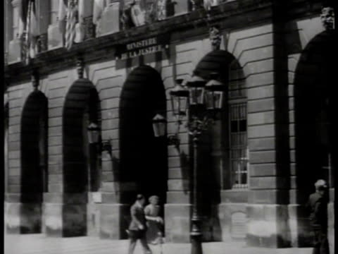 stockvideo's en b-roll-footage met ministre de la justice building in paris ws scales of justice carving on building vs int court of the provisional government w/ unidentified men in... - militaire invasie