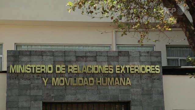 ministros de colombia y venezuela se reunieron este sábado en quito para pavimentar a el camino de cara a una reunion entre los presidentes de ambos... - discutir stock videos & royalty-free footage