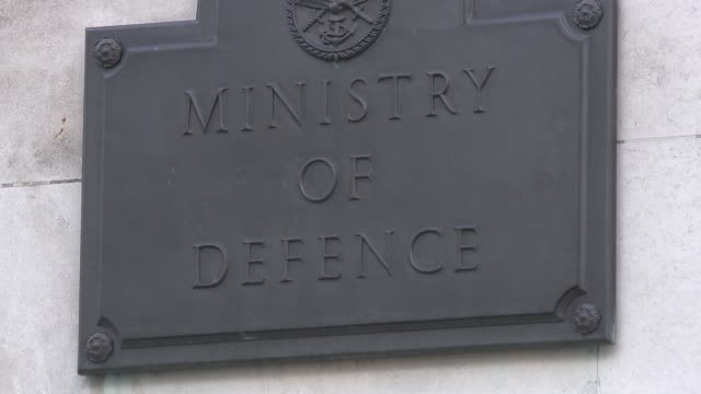 stockvideo's en b-roll-footage met ministry of defence general views england london whitehall ext gvs ministry of defence - ministerie van defensie