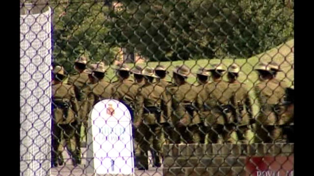 vidéos et rushes de ministry of defence say officer cadet's fall from window at military academy may have been an accident england surrey sandhurst royal military... - élève officier
