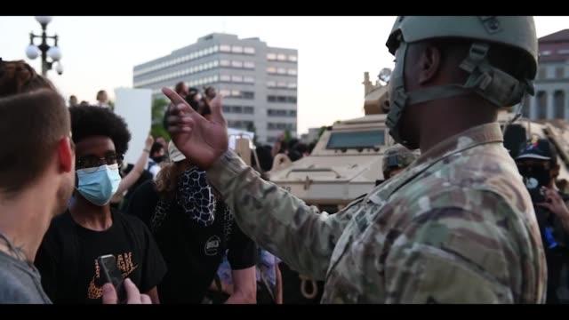vídeos de stock e filmes b-roll de minnesota guardsmen assigned to charlie company, 2nd combined arms battalion, 136th infantry regiment, 1st armored brigade combat team, 34th infantry... - ministério da defesa dos estados unidos
