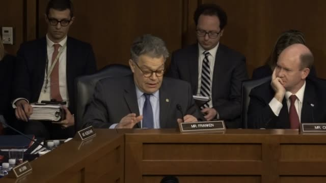 minnesota senator al franken engages supreme court nominee judge neil gorsuch during the first round of questioning on the second day of his... - 法廷審問点の映像素材/bロール
