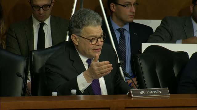 minnesota senator al franken says the extent to which russia exploited social media platforms means it is something that platforms have to fix and... - medium group of animals stock-videos und b-roll-filmmaterial