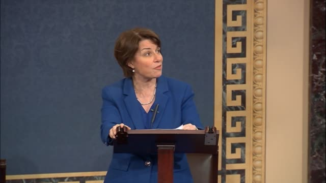 vidéos et rushes de minnesota senator amy klobuchar says the government owes it to the american people to get to the bottom of what is going on between the russian... - united states congress