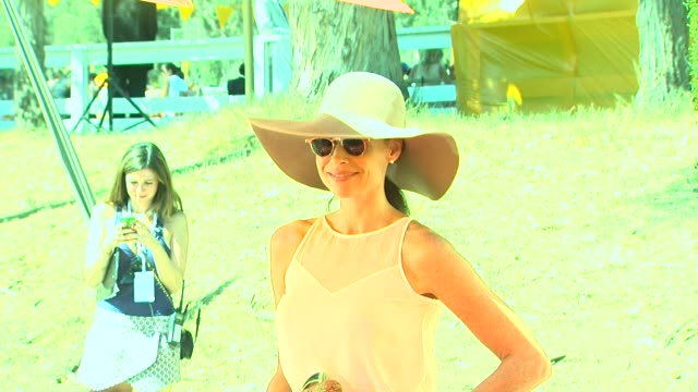 stockvideo's en b-roll-footage met minnie driver at fourth annual veuve clicquot polo classic los angeles benefiting will rogers state historic park on 10/5/2013 in pacific palisades ca - minnie driver