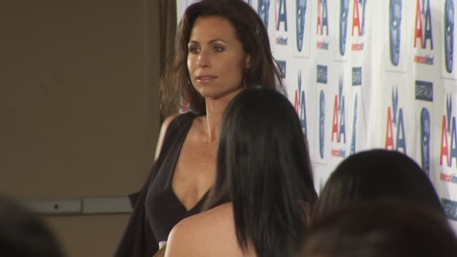 stockvideo's en b-roll-footage met minnie driver at the 18th annual bafta/la britannia awards at century city ca - minnie driver