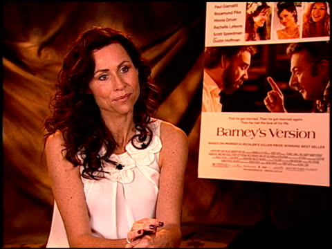 stockvideo's en b-roll-footage met minnie driver on her character and how much fun she was to play at the 'barney's version' junket at los angeles ca - minnie driver