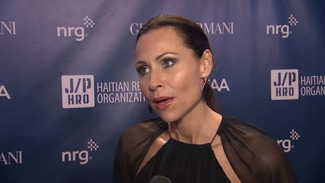 stockvideo's en b-roll-footage met interview minnie driver on hollywood charity at sean penn friends help haiti home a gala to benefit j/p haitian relief organization presented by... - minnie driver