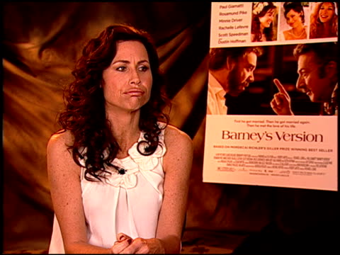 stockvideo's en b-roll-footage met minnie driver on researching her role at the 'barney's version' junket at los angeles ca - minnie driver