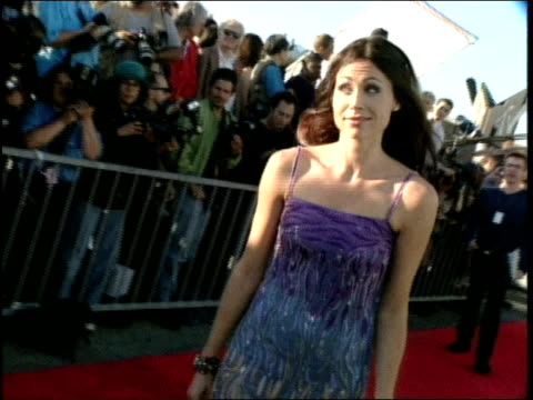minnie driver on the red carpet at the 1998 mtv movie awards - minnie driver stock videos and b-roll footage